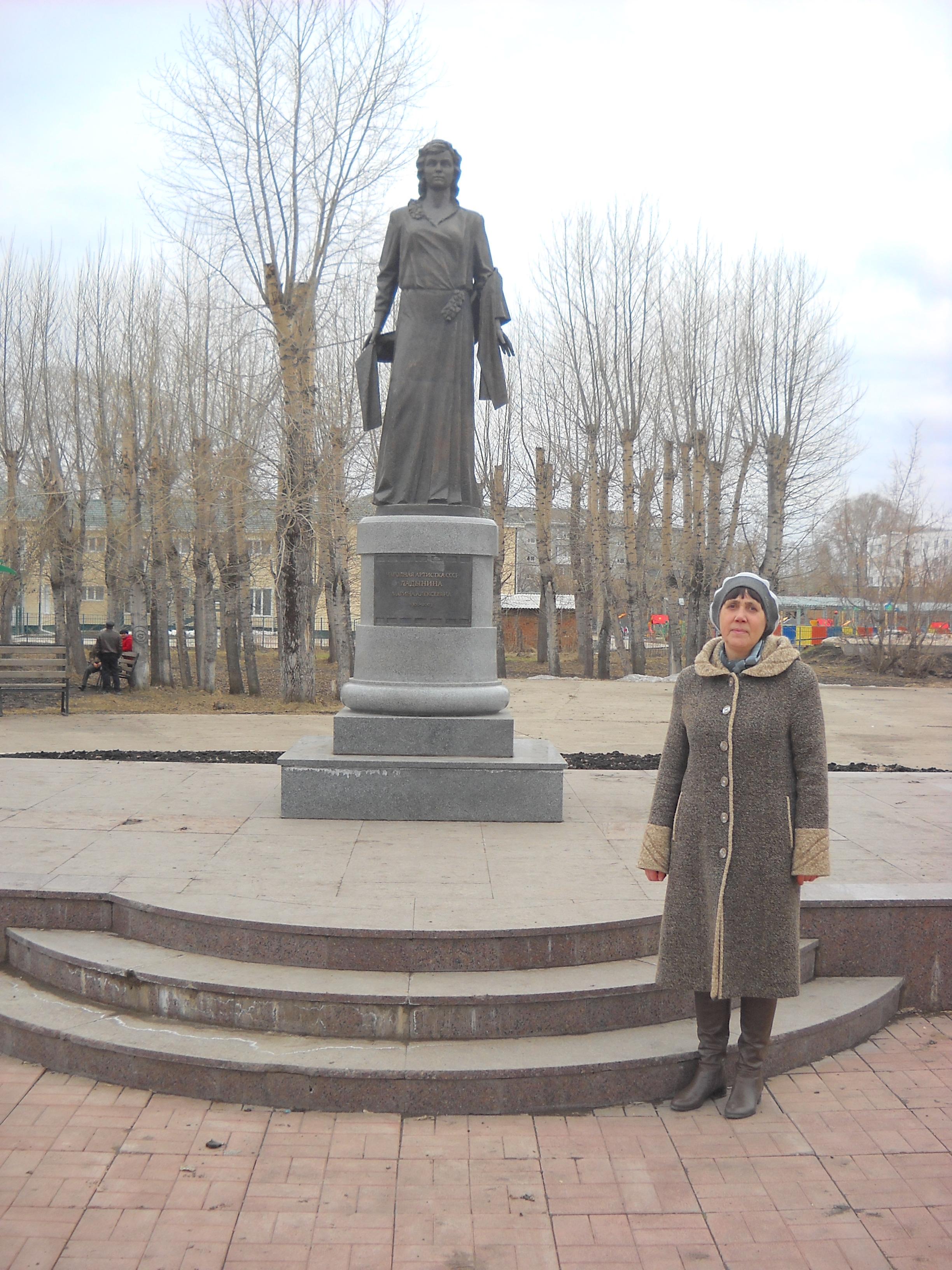 Памятники под заказ Кодинск Эконом памятник Арка с резным профилем Юрюзань
